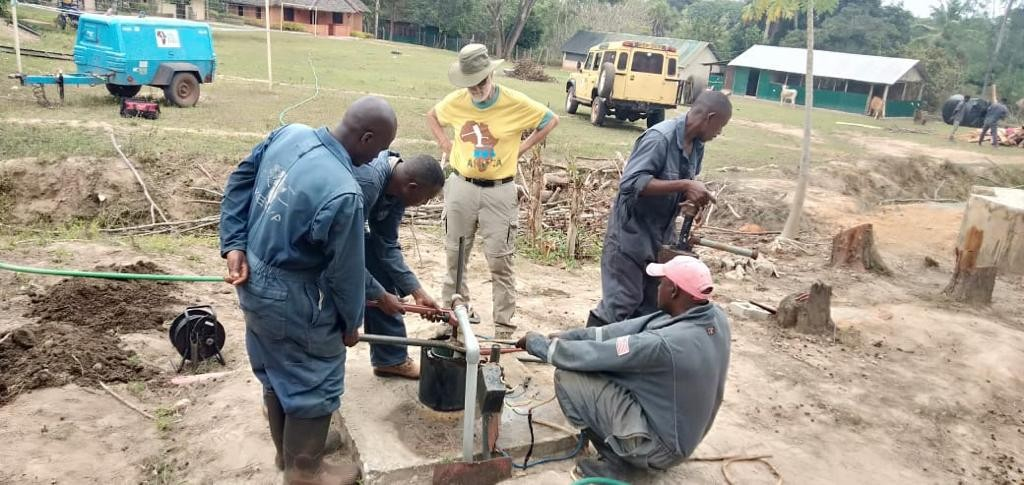 Flushing out the borehole